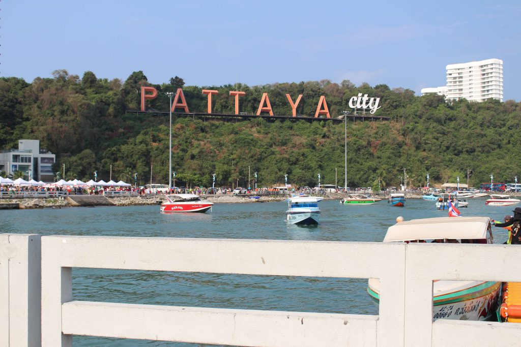 bTaskee's team took pictures when arriving at Pattaya