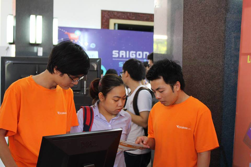 bTaskee's developers were guiding visitors to use the company's On-demand home cleaning service app