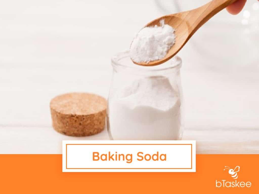 Ve-sinh-lo-vi-song-voi-baking-soda