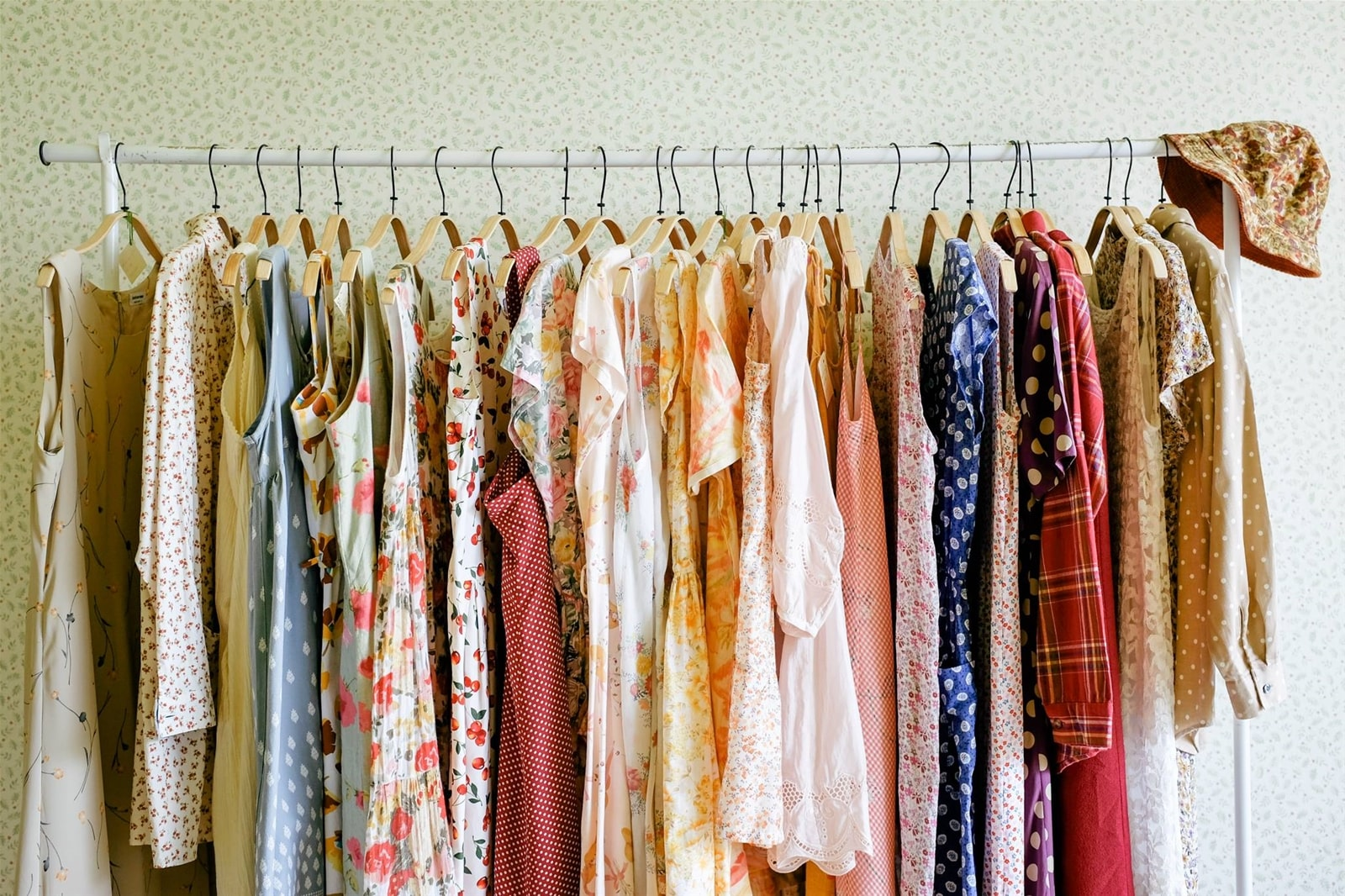 sào quần áo có nhiều loại đồ