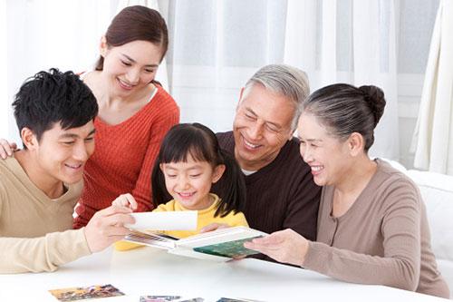 Gia đình vui vẻ hơn khi có người giúp việc nhà