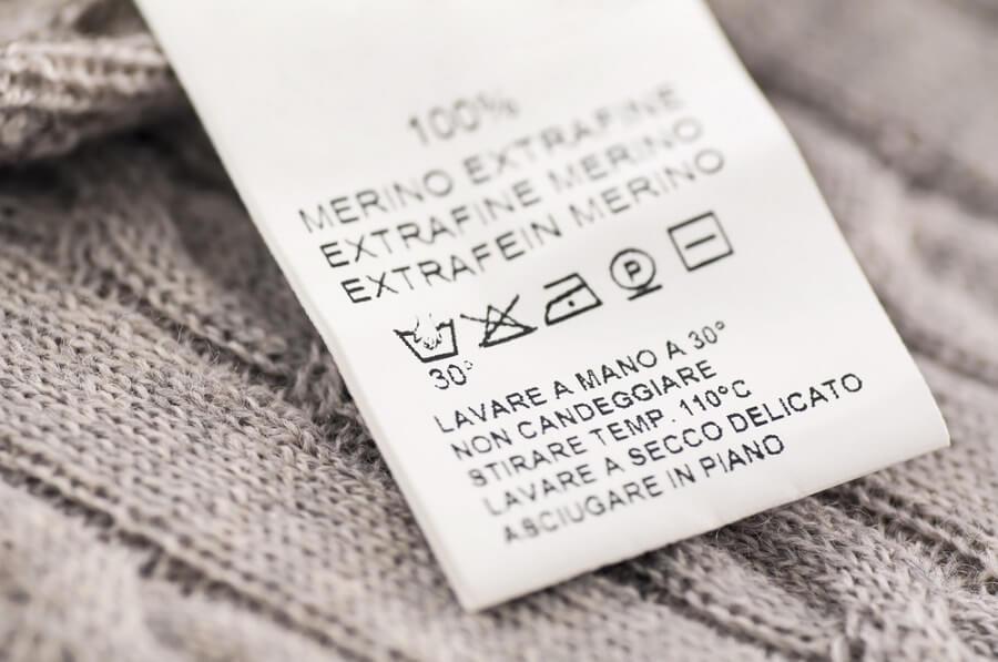 Kiếm tra ký hiệu trên cổ áo sơ mi để ủi áo an toàn