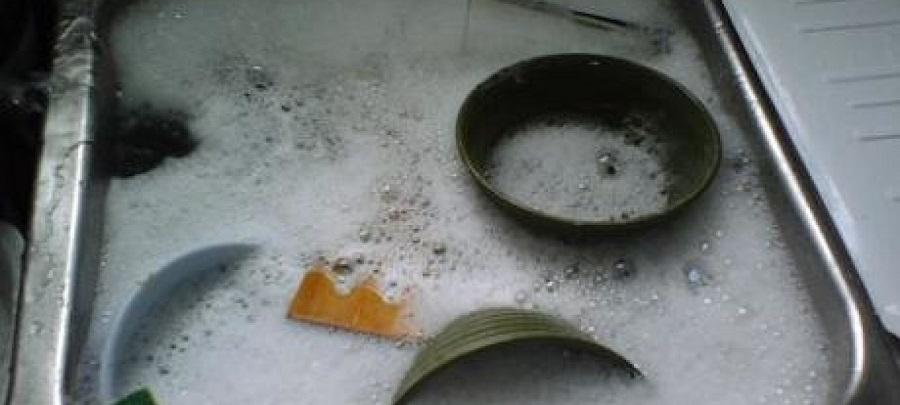 Không ngâm chén dĩa đã rửa sạch
