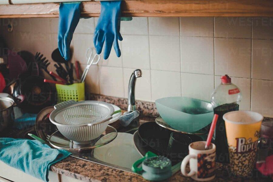Phân loại chén dĩa trước khi rửa đây là cách rửa chén hiệu quả