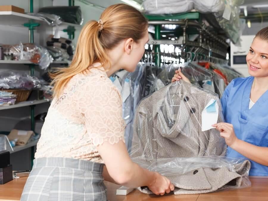 Quần áo vải dạ nên giặt hấp giúp bền đẹp
