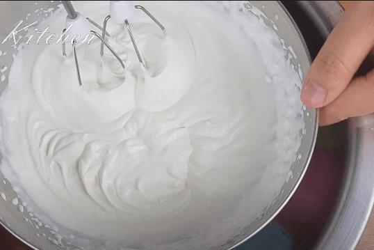 Làm kem trang trí cho bánh