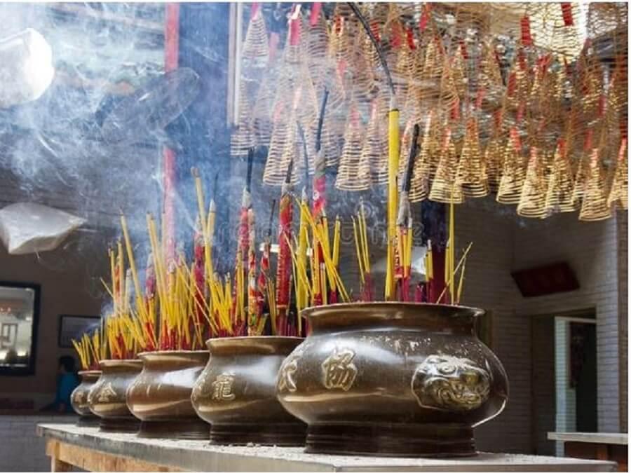 bát hương ở chùa