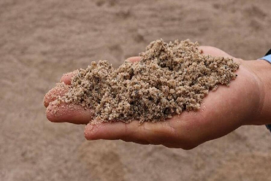 Cách lau cửa kính bằng cát