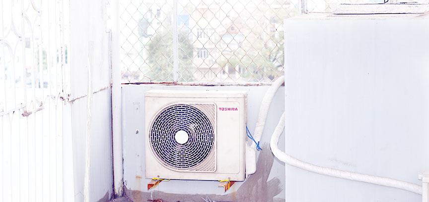 để cục nóng cách xa máy lạnh