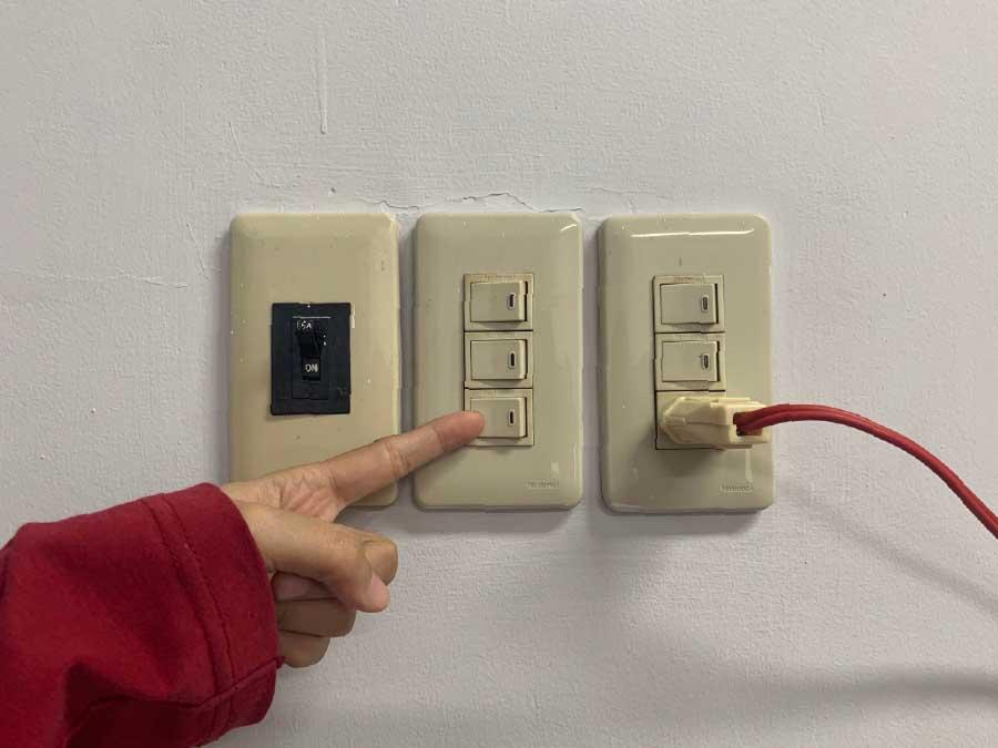 ngắt nguồn điện trước khi vệ sinh