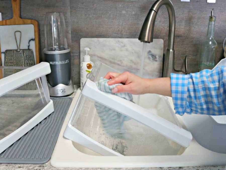 vệ sinh ngăn tủ lạnh