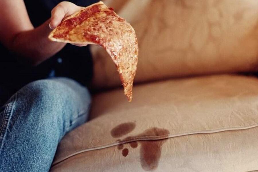ghế sofa dính vết bẩn thức ăn