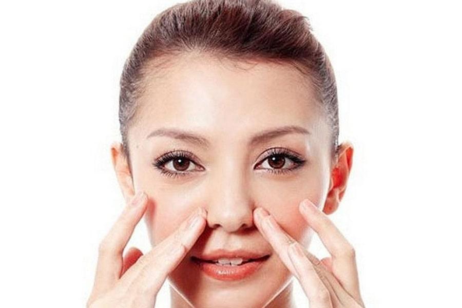 bấm huyệt Nghinh hương giảm ngạt mũi