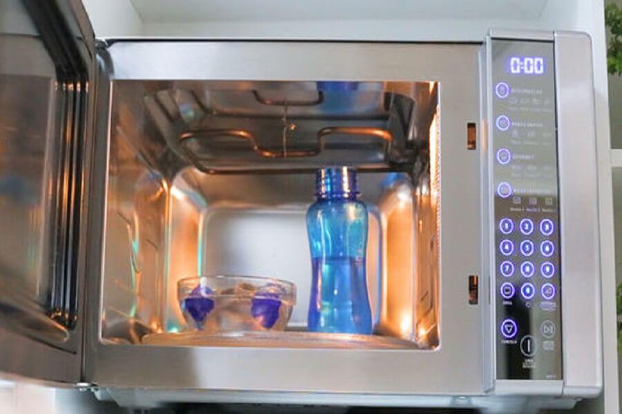 khử trùng bình sữa bằng lò vi sóng