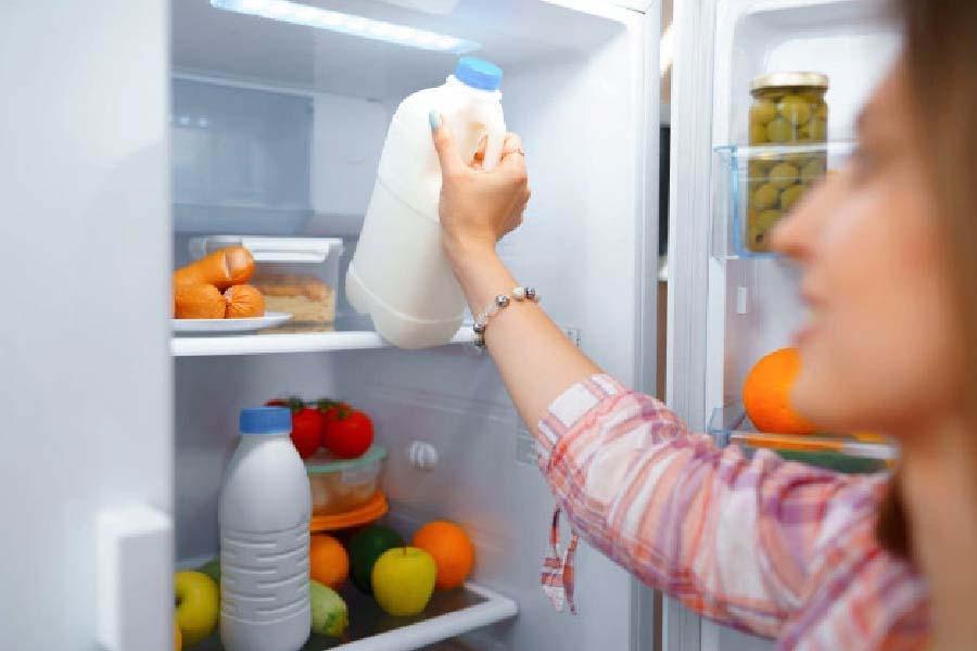 lấy thực phẩm tủ lạnh