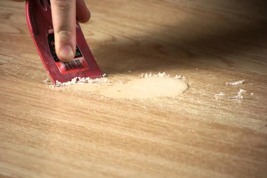 loại bỏ sáo nến trên gỗ