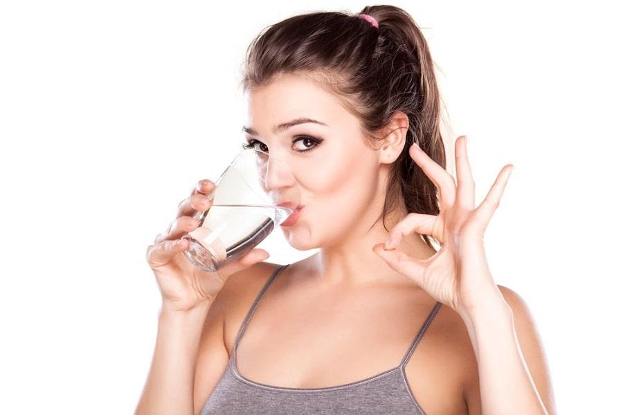 uống nước mẹo trị nấc cụt