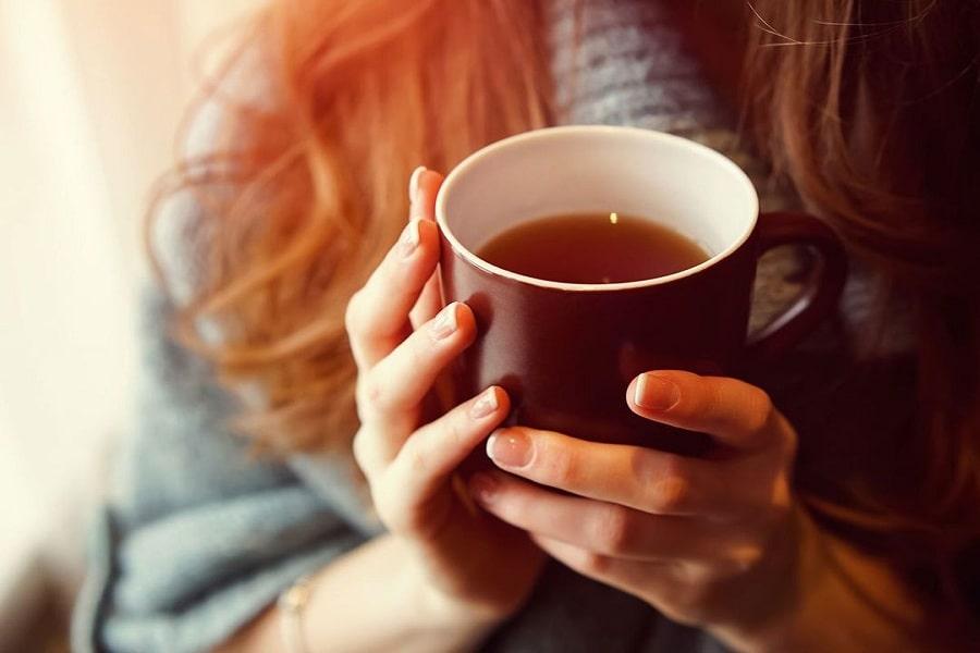 uống trà gừng trị đau đầu