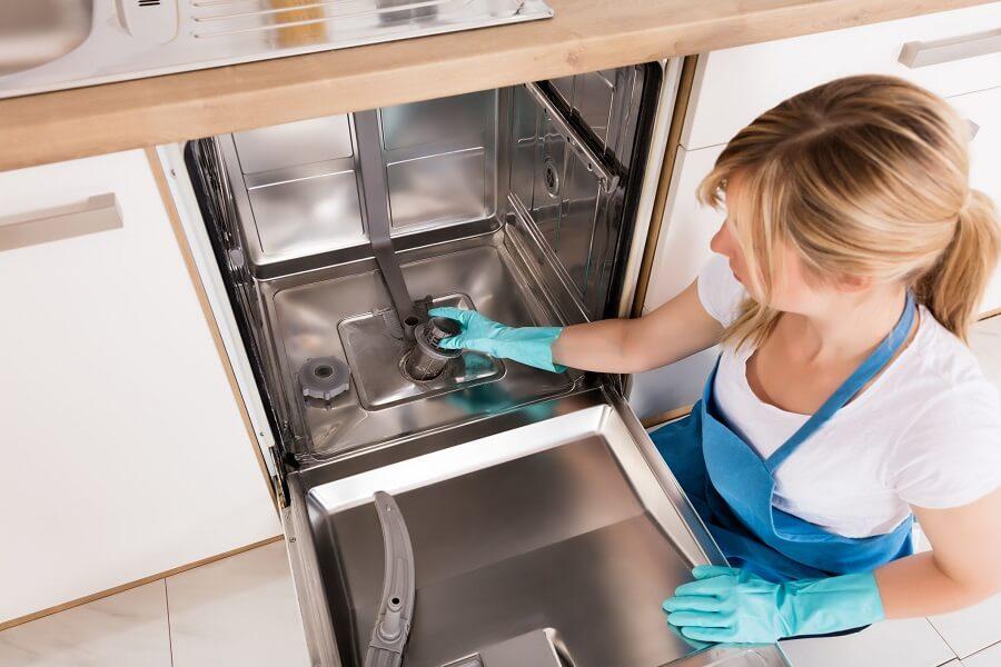 vệ sinh bộ lọc của máy rửa bát