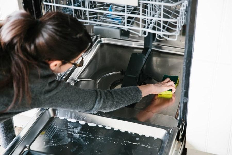 vệ sinh lồng máy rửa bát