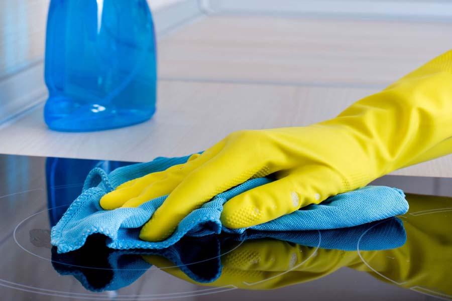 vệ sinh mặt kính bếp từ