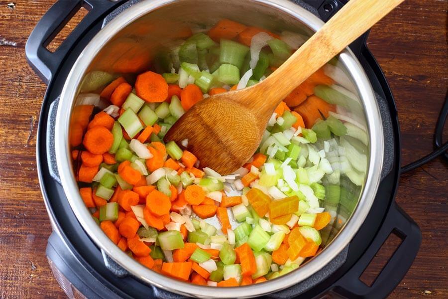 xào nấu thực phẩm trong nồi áp suất