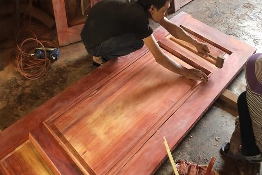Sửa cửa gỗ bị xệ