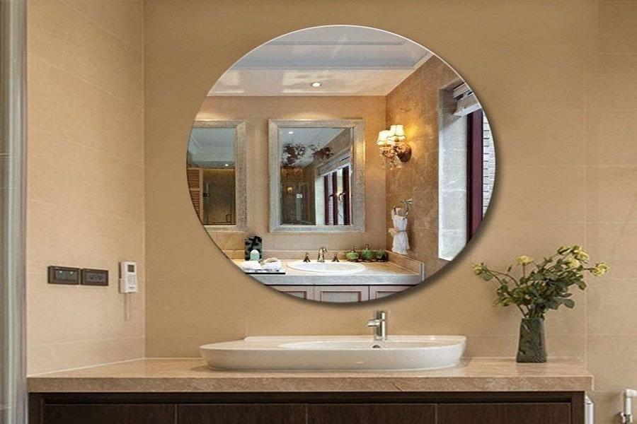 gương là vật dụng cần thiết trong nhà tắm