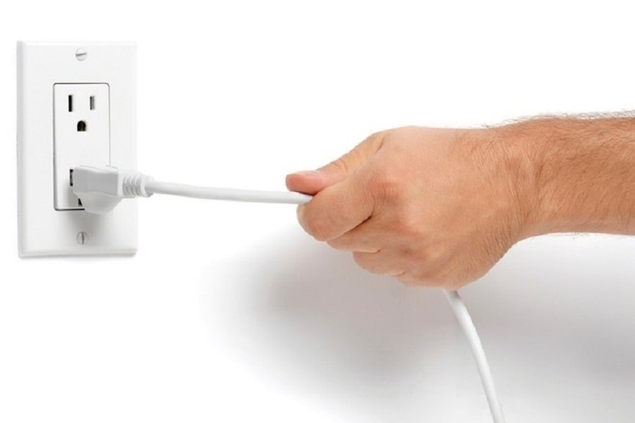 ngắt điện trước khi vệ sinh máy lạnh