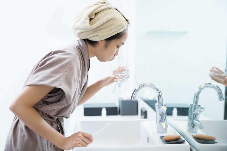 Tắt vòi nước khi đánh răng giúp tiết kiệm nước