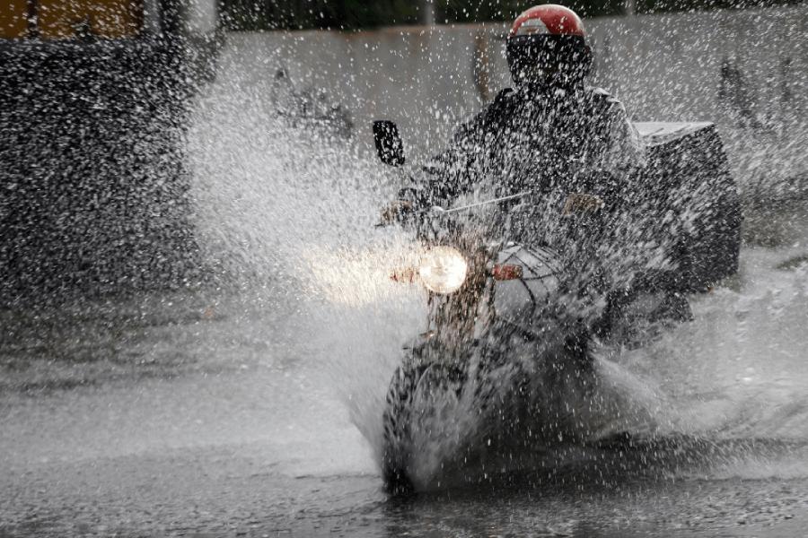 Thời tiết mưa ẩm ngây ra mùi khó chịu ở nón bảo hiểm