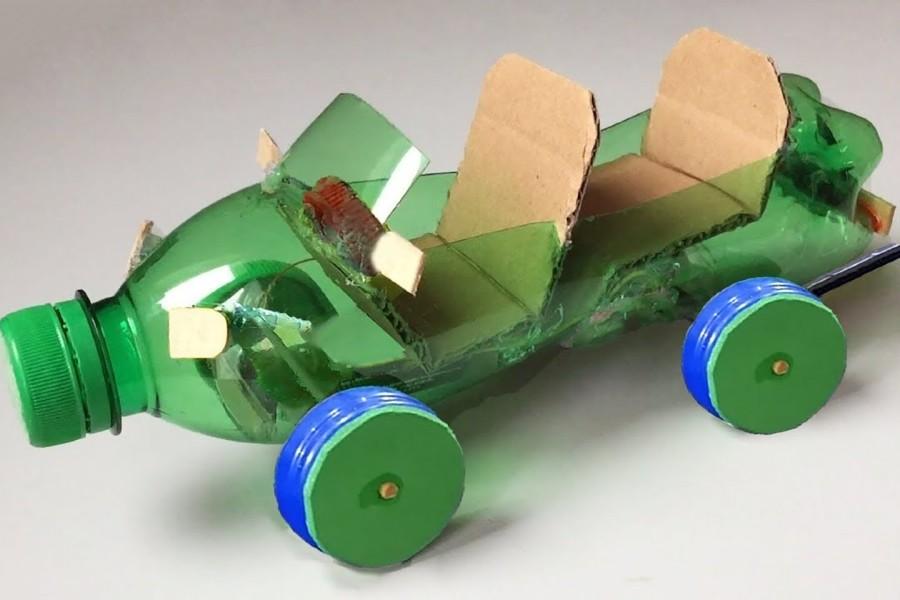Xe đồ chơi làm từ chai nhựa tái chế