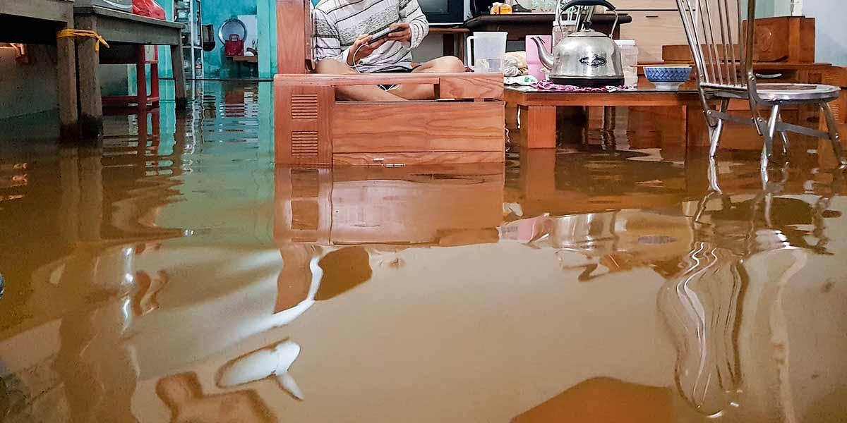 nước tràn vào nhà