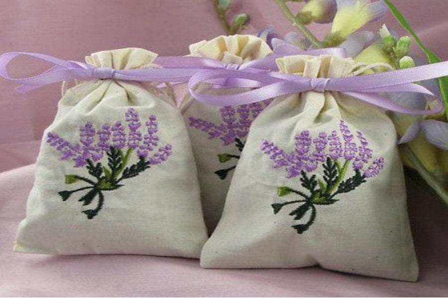 làm túi thơm từ lá trái thơm giúp khử mùi hôi trong phòng