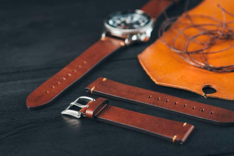 Vệ sinh dây da đồng hồ đeo tay