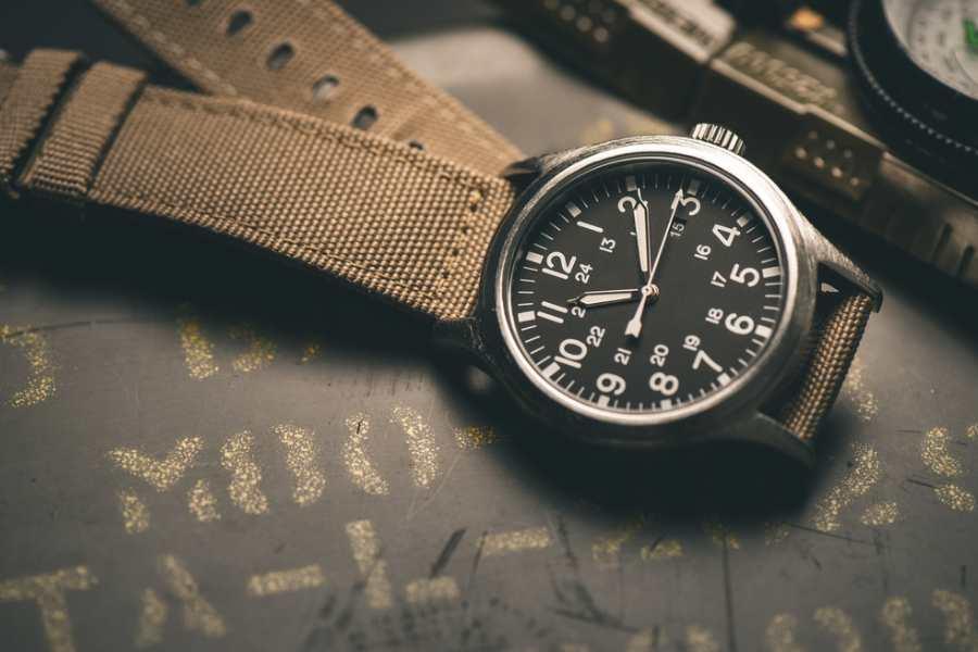 Vệ sinh dây vải đồng hồ đeo tay