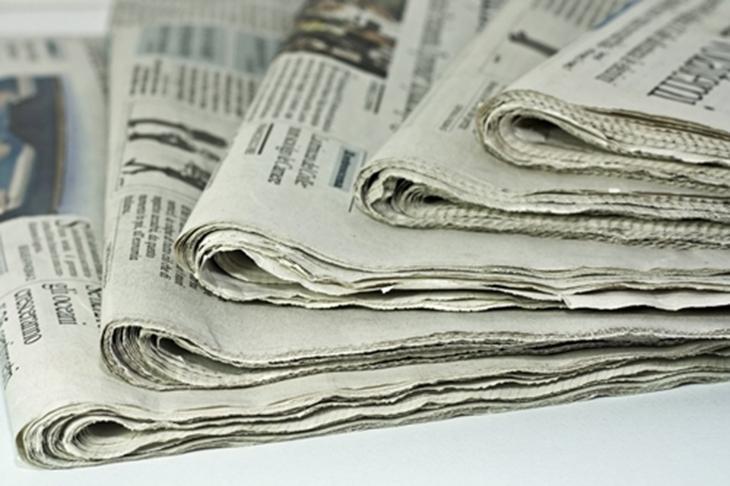 Khử mùi bình giữ nhiệt bằng giấy báo cũ