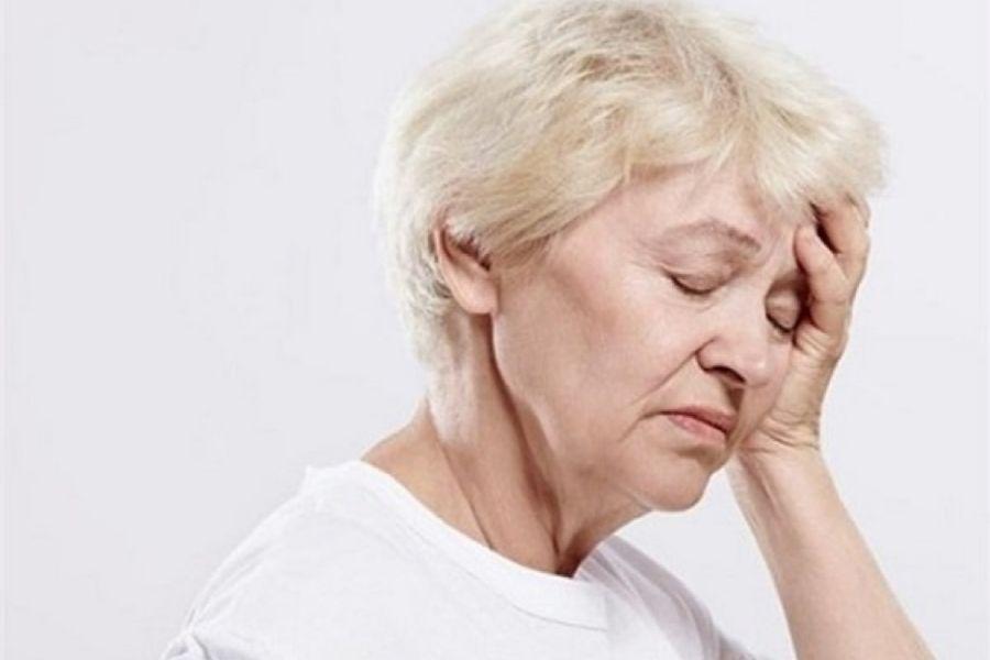 người già bị lẫn và các triệu chứng cảu người già bị lẫn