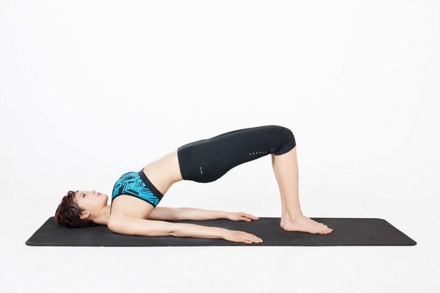 Bài tập thể dục thoái hóa cột sống tư thế cây cầu