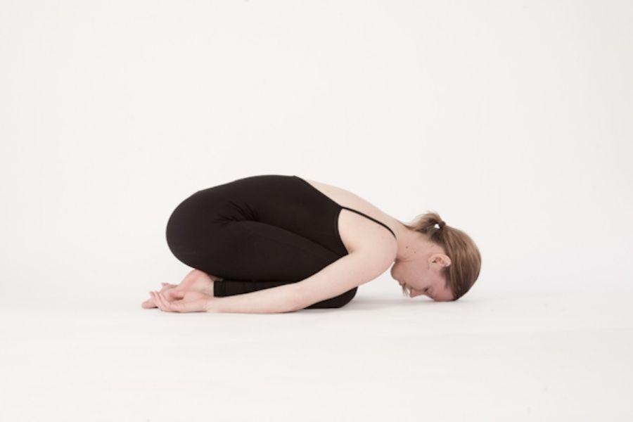 Bài tập thể dục thoái hoá cột sống tư thế em bé