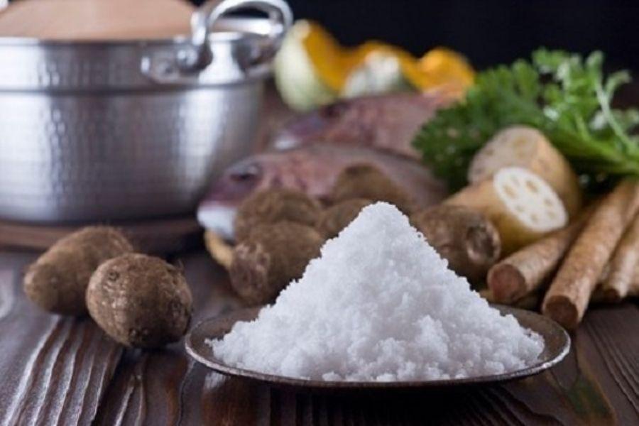 Người đau xương khớp kiêng các món ăn mặn