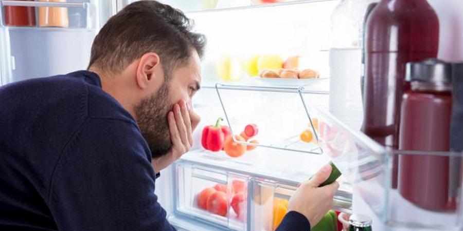 Vệ sinh, dọn dẹp tủ lạnh thường xuyên giúp loại bỏ vi khuẩn và mùi hôi gây hại cho sức khỏe