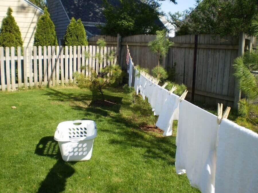 Phơi quần áo dưới ánh nắng mặt trời giúp nhanh khô và thơm hơn