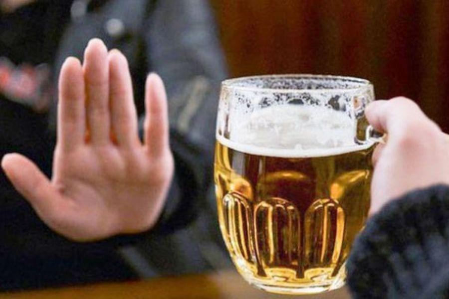 kiêng rượu bịa ơ người đau xương khớp