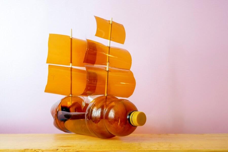 Chiếc thuyền bờm được tại chế từ chai nhựa