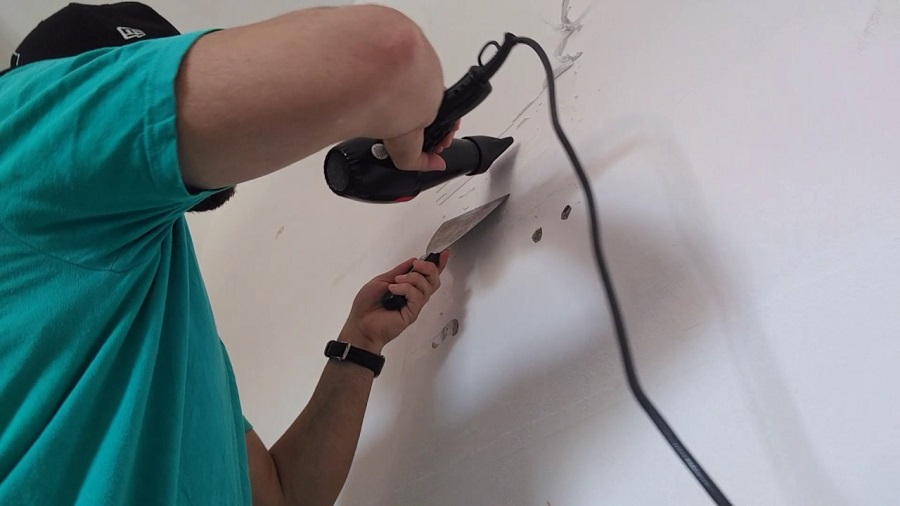cách tẩy vết băng dính trên tường bằng máy sấy