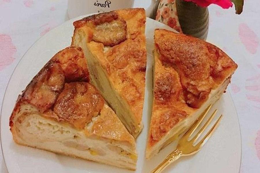 Bánh chuối nướng bằng lò nướng, cắt hình tam giác như bánh pizza, thơm nức, chín đều