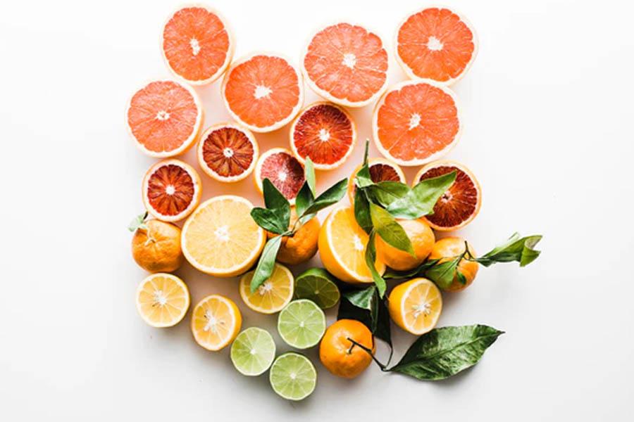 Cho trẻ ăn nhiều trái cây chứa Vitamin C