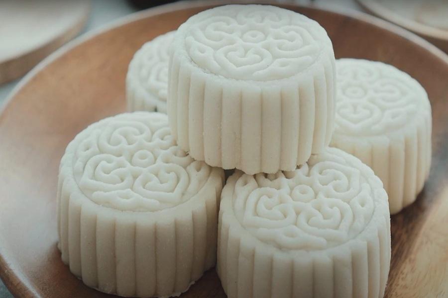 Chồng 5 cái bánh trung thu dẻo màu trắng đẹp mắt