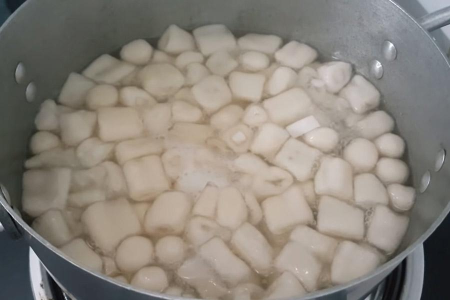 Nấu chè đậu đen bột lọc